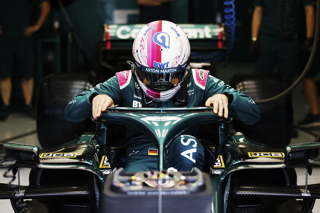 """M. Sureris: S. Vettelio prastų rezultatų priežastis - """"Aston Martin"""""""