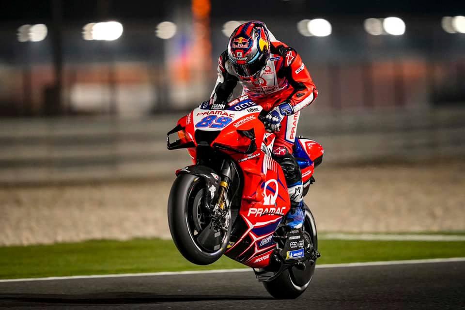 """MotoGP. Katare vykusioje kvalifikacijoje - čempionato naujoko ir """"Pramac"""" triumfas"""