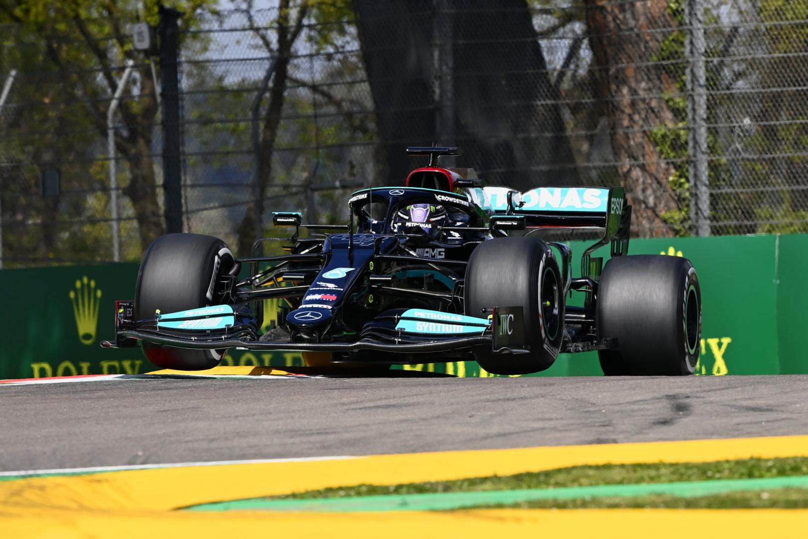 """Lenktynes Imoloje iš """"pole"""" pozicijos pradės L. Hamiltonas"""