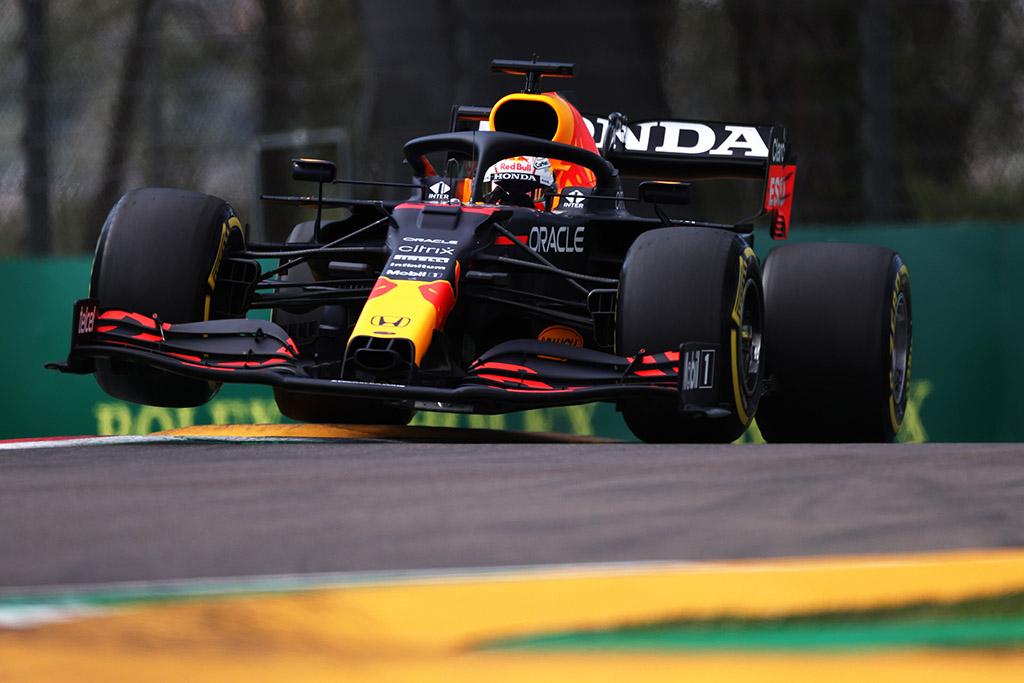 Įvykių nestokojusiose lenktynėse Imoloje triumfavo M. Verstappenas