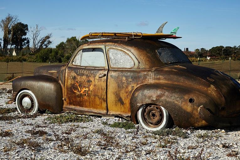 Už paliktus neeksploatuojamus automobilius didinamos baudos