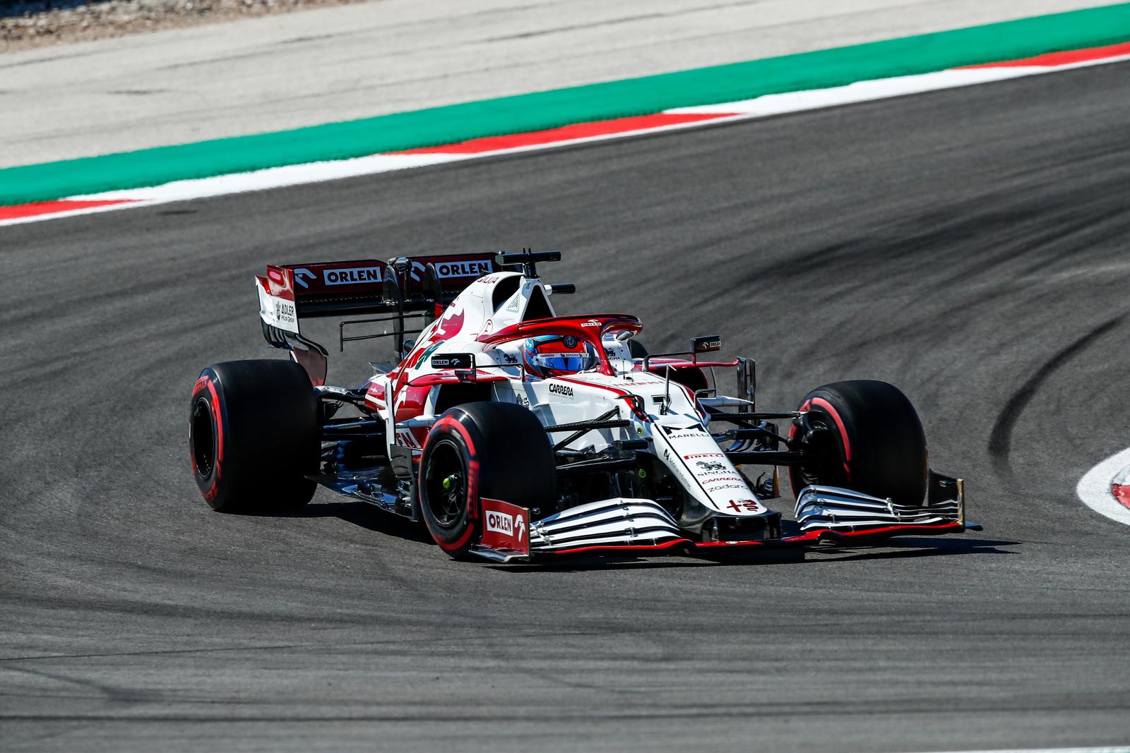 Į A. Giovinazzi bolido galą atsitrenkęs K. Raikkonenas: žiūrėjau į vairą