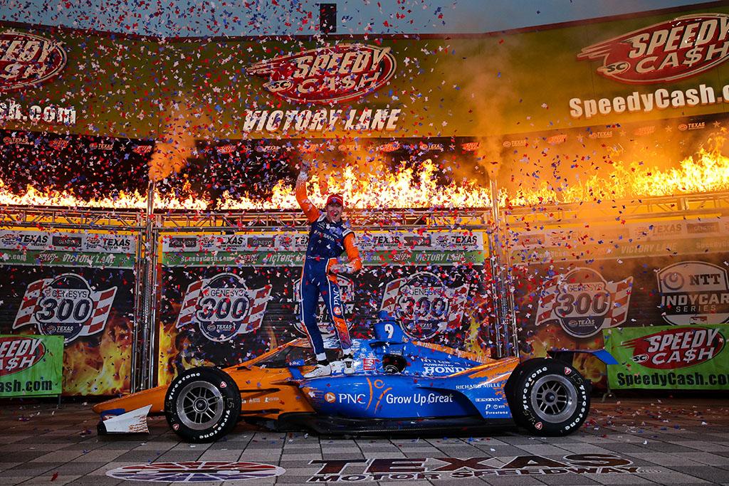 IndyCar. Teksase vykusiose lenktynėse dominavo S. Dixonas