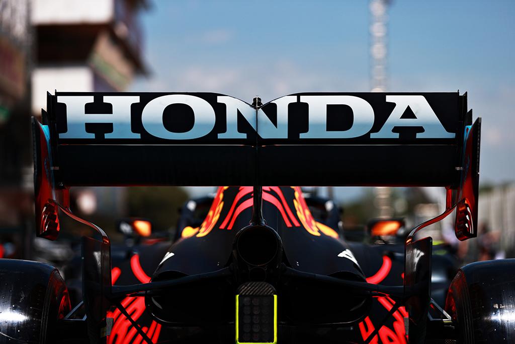 """""""Honda"""" nustebusi, kad """"Mercedes"""" ir """"Ferrari"""" pakeitė jėgaines"""