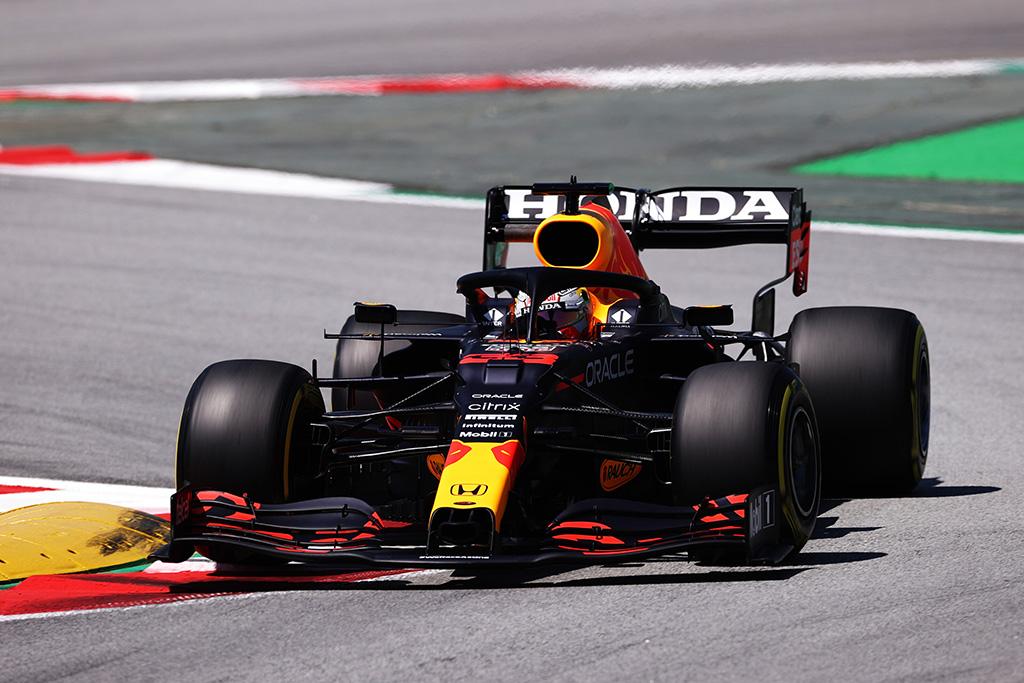 """""""Red Bull"""" ekipą nustebino M. Verstappeno sprendimas"""