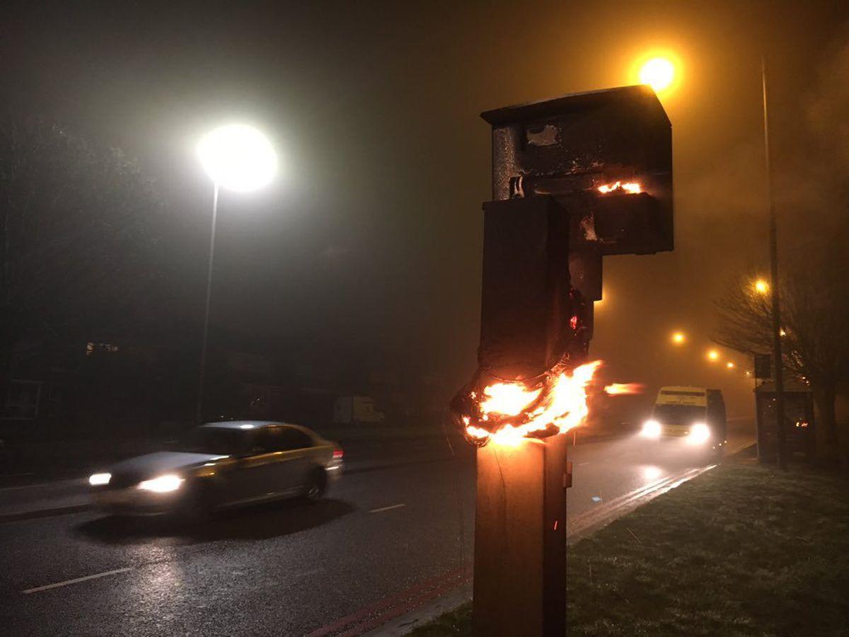 Vilniaus rajone rastas nupjautas ir sudegintas greičio matuoklis