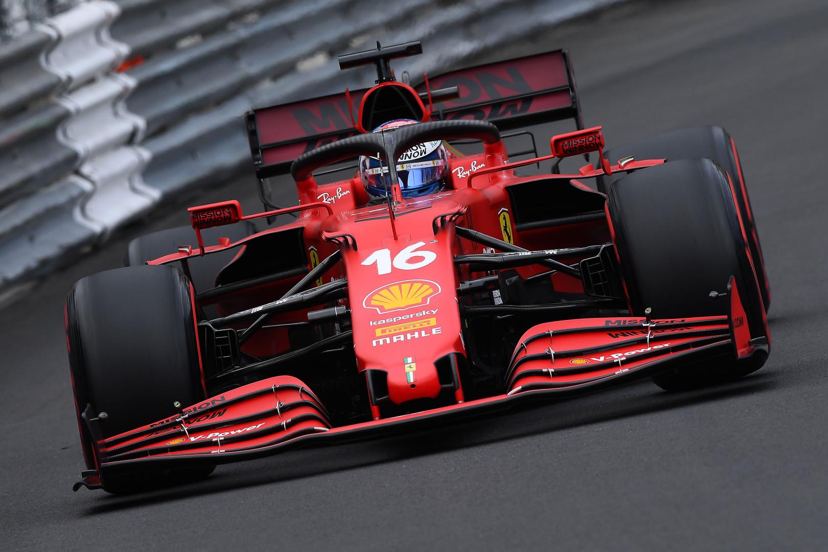 Drama prieš lenktynes - sugedo C. Leclerco bolide pavarų dėžė