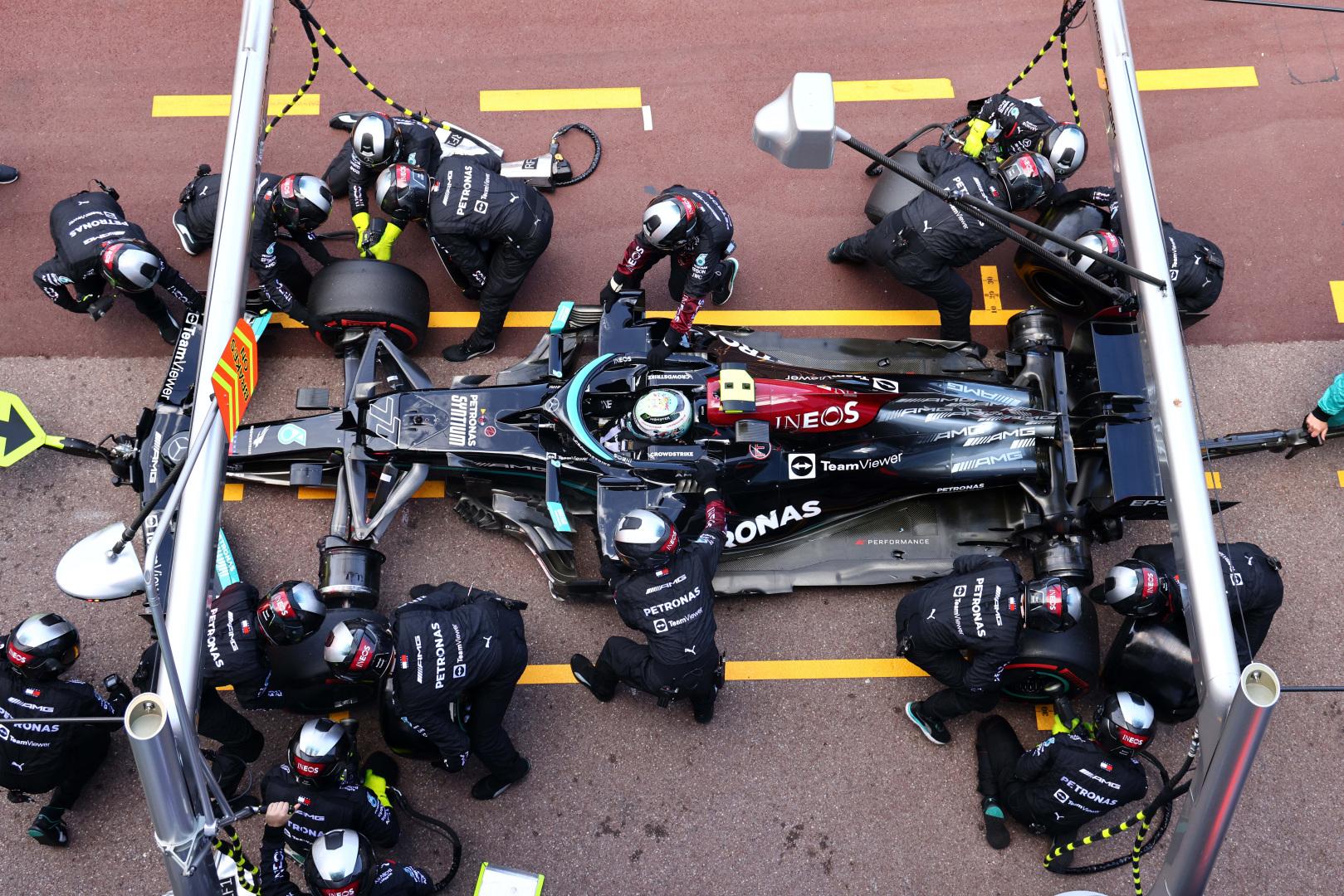 "Atsukti V. Botto rato varžtą pasisiūlė ""Ferrari"""