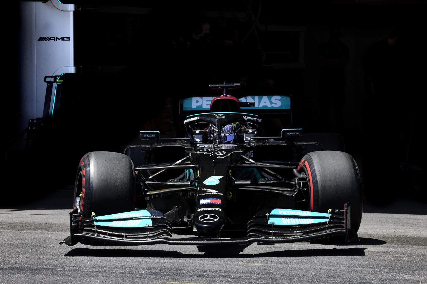 """""""Mercedes"""" neketina keisti savo 2022 m. planų"""