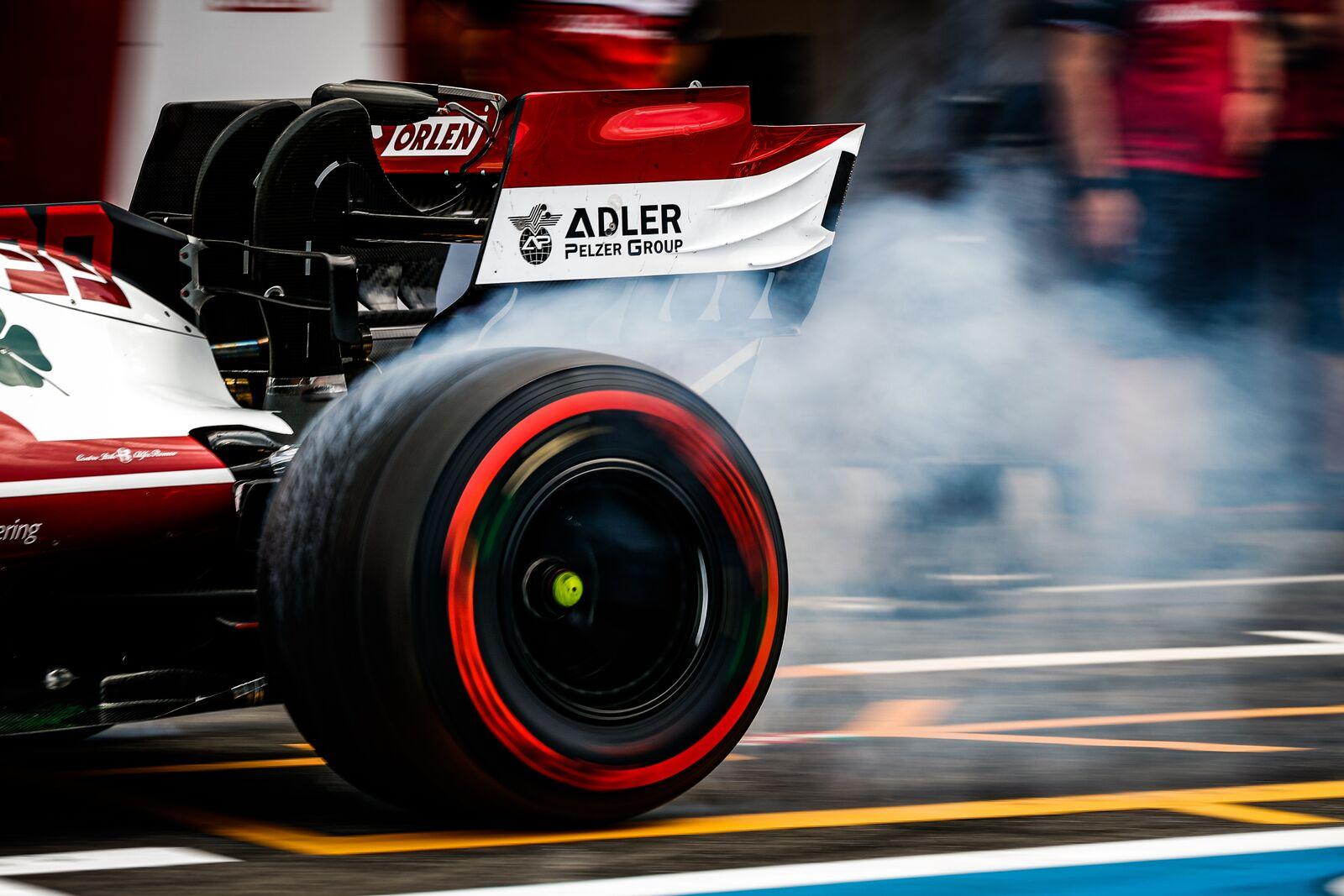 """""""Pirelli"""" laukia vieno sustojimo Silverstouno lenktynėse"""
