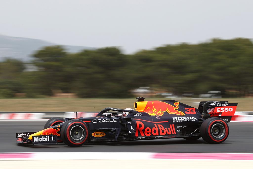 """M. Verstappenas:  turėjau """"galynėtis"""" su bolidu ir tai užklupo mane nepasiruošusį"""