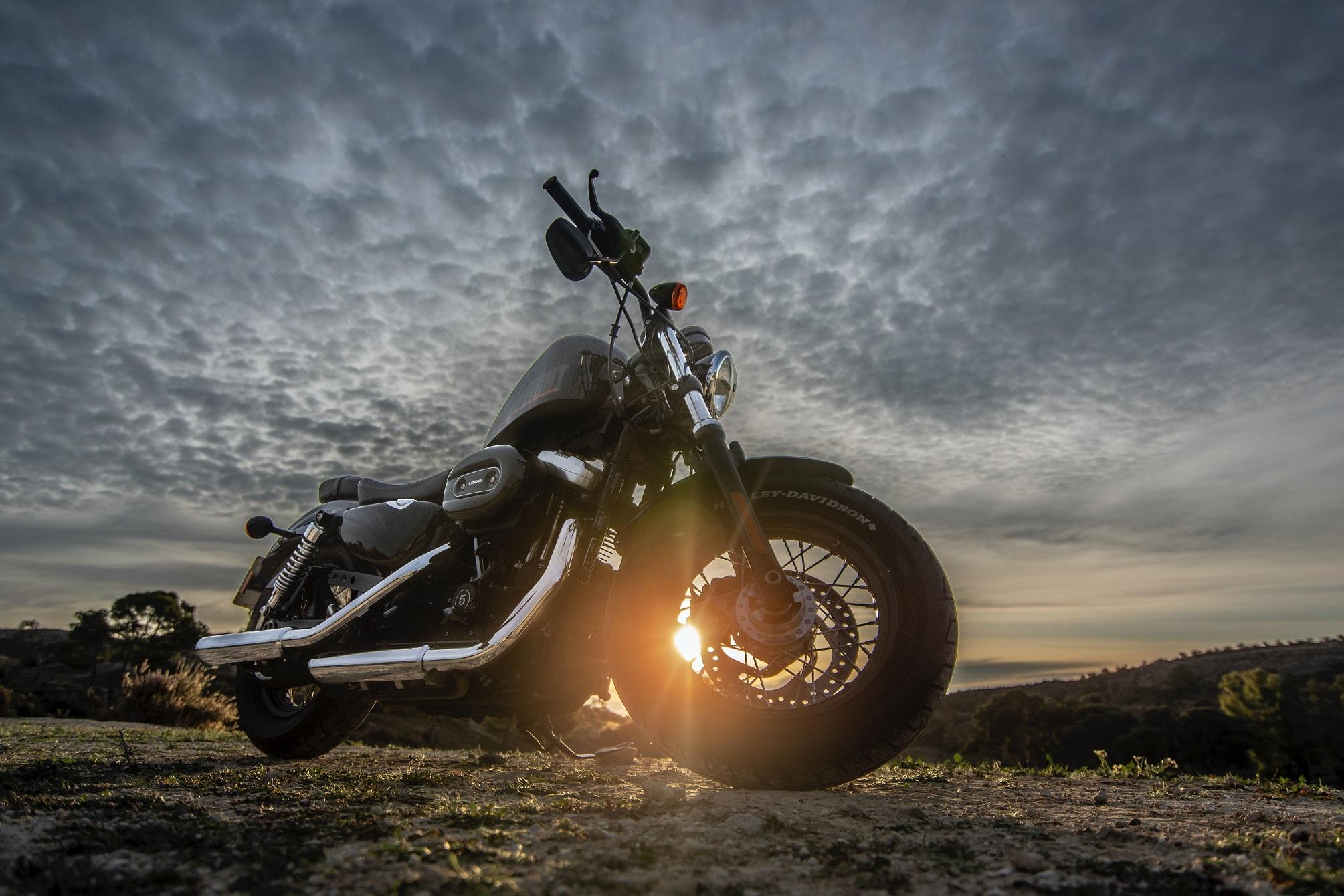 Turintiems B kategoriją motociklus siūloma leisti vairuoti po 5 valandų praktinio kurso