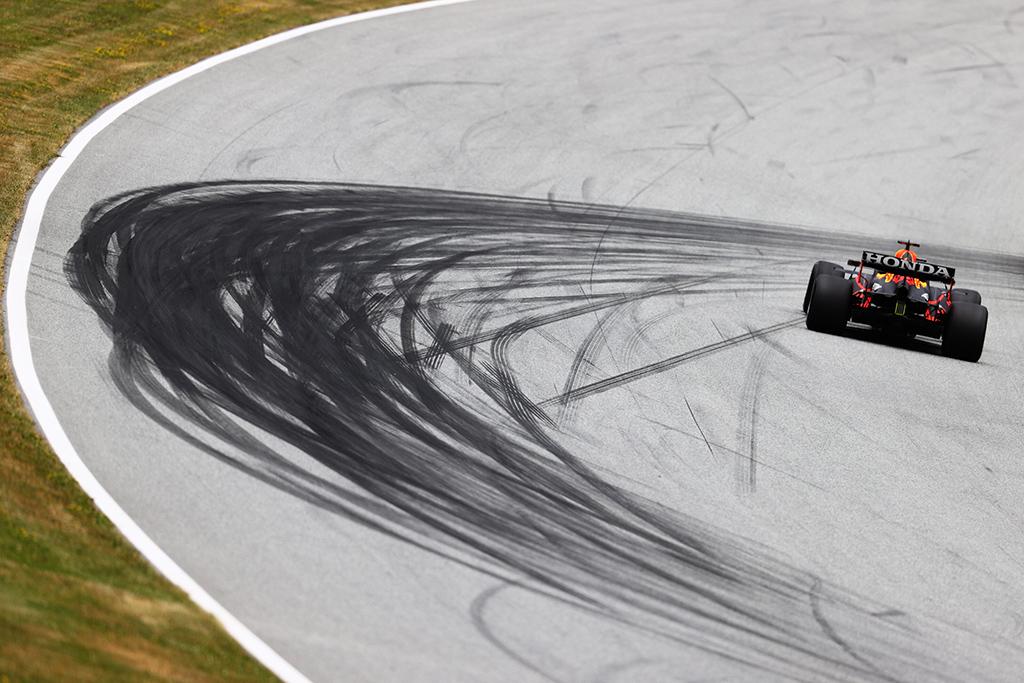 M. Verstappenas: bolidas važiavo tarsi bėgiais
