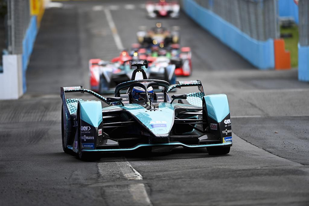 """FE. Antroje Niujorke surengtoje kvalifikacijoje greičiausi buvo """"Jaguar"""" sportininkai"""