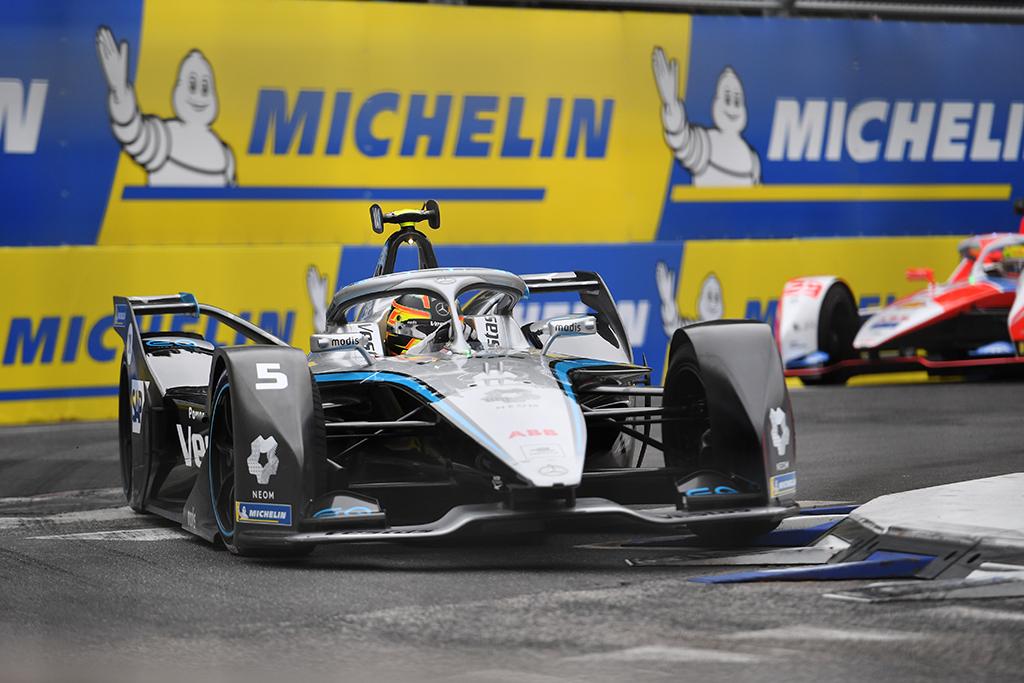 FE. Antrą kartą Londone surengtoje kvalifikacijoje buvo greičiausias S. Vandoorne'as