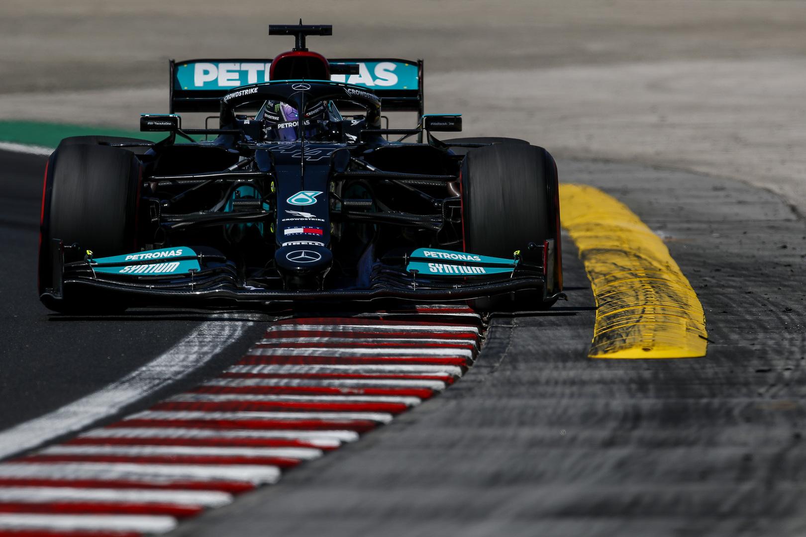 L. Hamiltonui skirta 10 starto pozicijų bauda