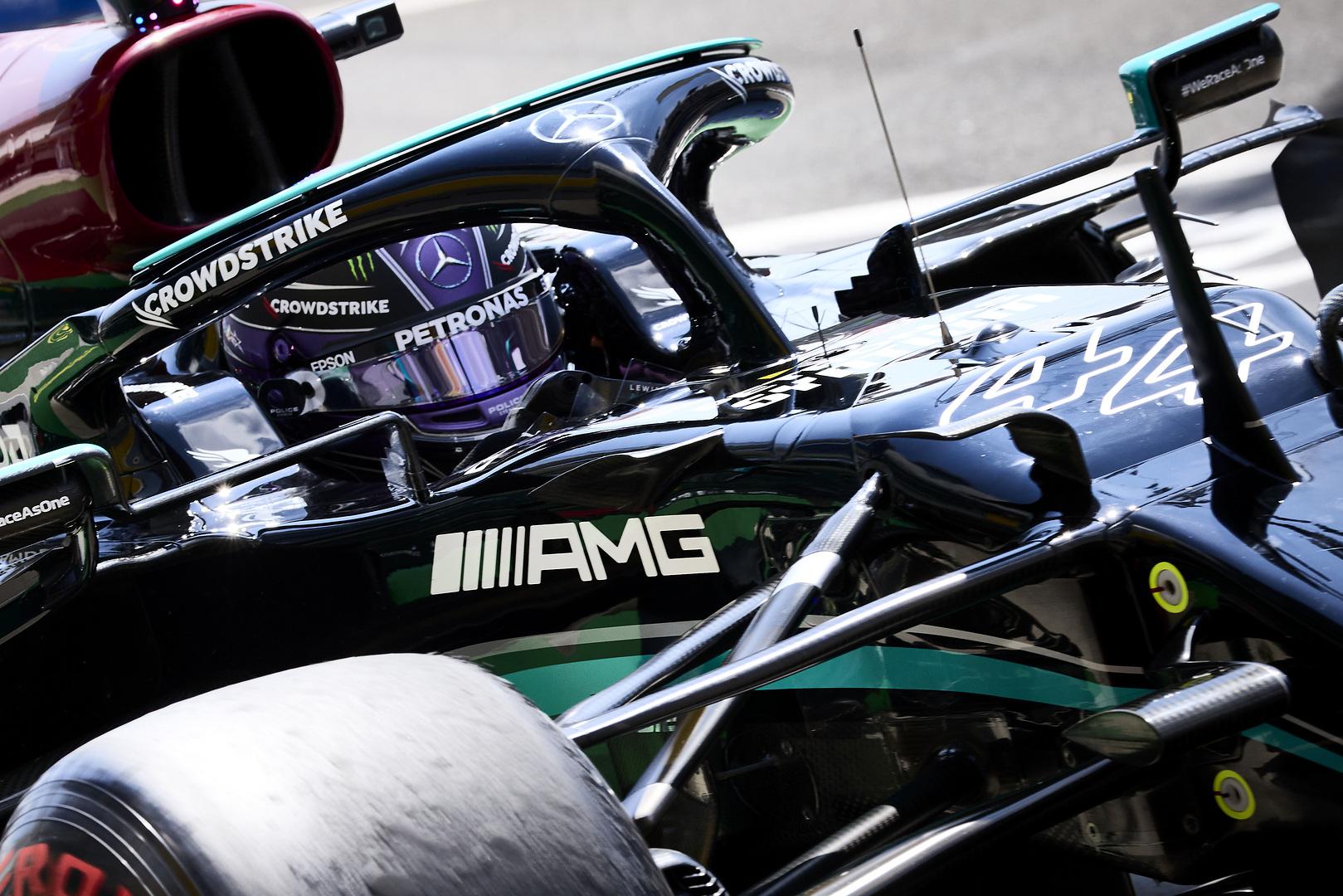 """""""Mercedes"""" provokuos """"Red Bull"""": iš motoro bandys išspausti maksimumą"""