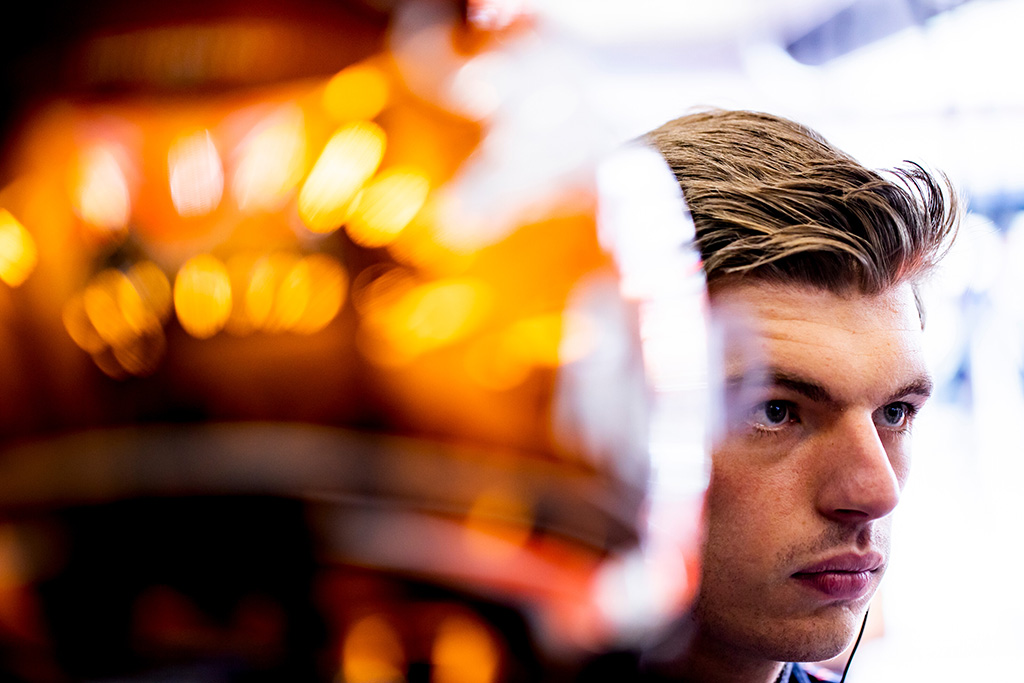 """Greičiu pranokęs G. Russellą, """"pole"""" Belgijoje iškovojo M. Verstappenas"""