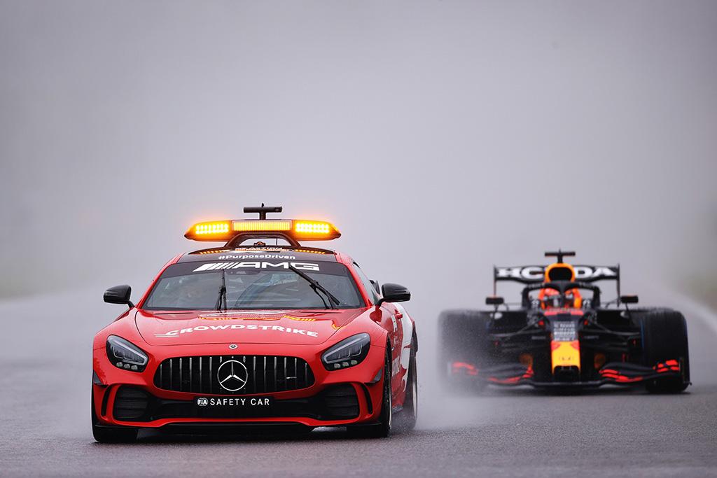 J. Todtas: F-1 turės sukurti bolidus, kuriais būtų galima lenktyniauti ir lyjant lietui
