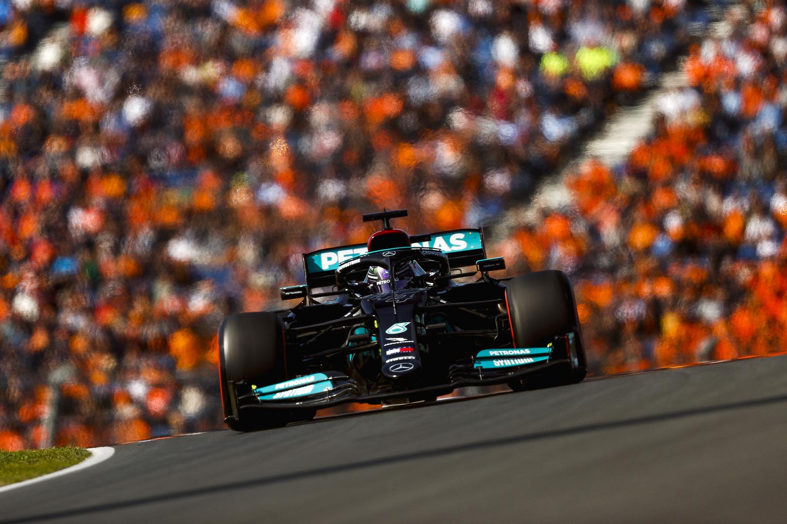 """L. Hamiltonas: """"Red Bull"""" buvo per greiti"""