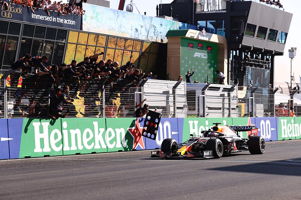 """M. Webberis nerimauja dėl """"Red Bull"""" greičio"""