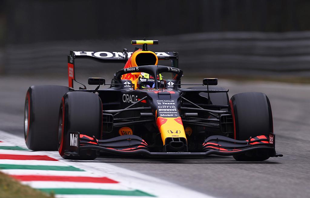 """FIA neigia """"Red Bull"""" žodžius apie S. Perezo baudą"""