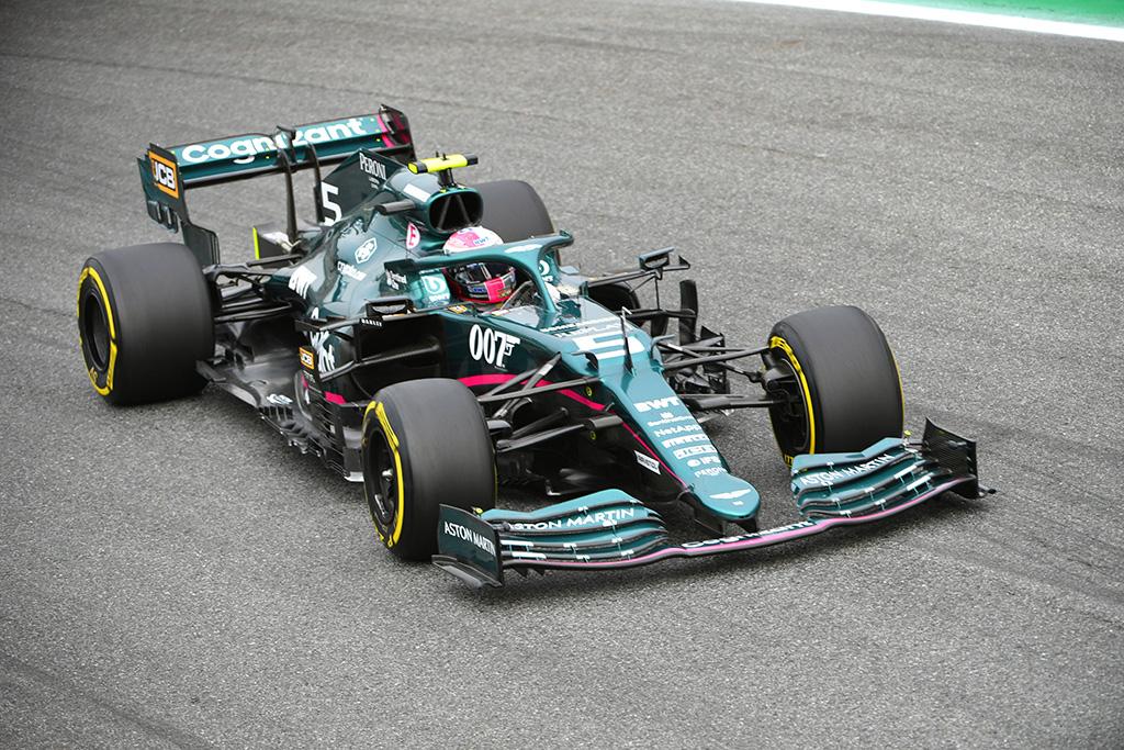 S. Vettelis: bolidas buvo pažeistas pirmame rate