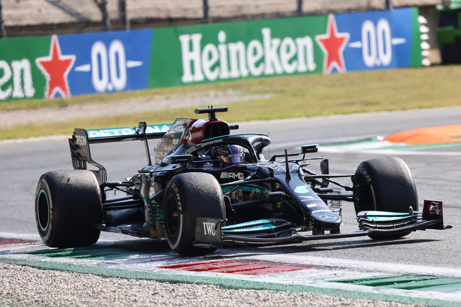 """Mercedes"" neskubės keisti variklio L. Hamiltono bolide"