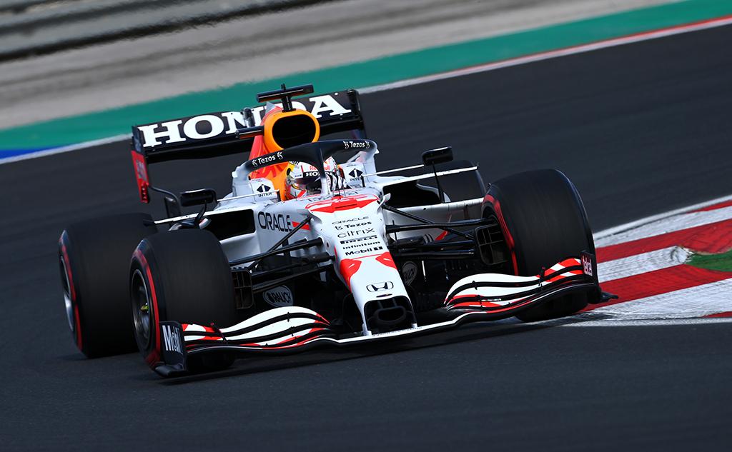 """M. Verstappenas: buvome nepakankamai greiti, kad kovotume dėl """"pole"""""""