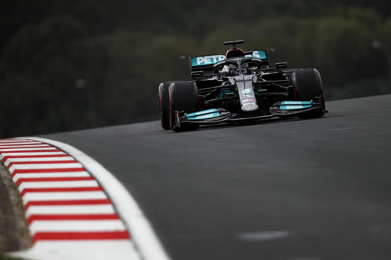 """Red Bull"" komandai nerimą kelia ""Mercedes"" greitis"