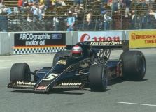 M.Andretti vėl lenktyniaus!