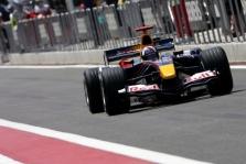 """""""Ferrari"""" tieks variklius """"Red Bull"""""""