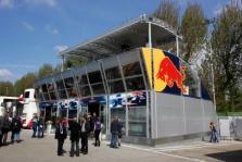 """Naujasis """"Red Bull"""" namas ant ratų"""