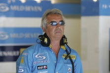 "F.Briatore: ""Red Bull"" išdavė ""Michelin"""