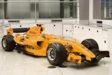 """""""McLaren"""" bandymuose naudoja V10 variklius"""