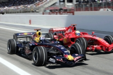 """D. Coulthardas tiki  """"Red Bull"""" ateitimi"""