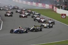 """<span style=""""background:#00adef; color:white; padding: 0 2px"""">GP2</span> Anglijoje nugalėjo A. Zuberis ir A. Carrollas"""