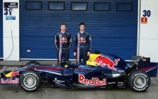 """Oficialiai pristatytas """"Red Bull RB4"""" (papildyta)"""