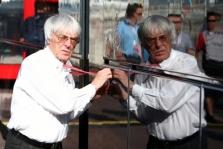 """B. Ecclestone'as ieško pirkėjo """"Williams"""" komandai"""