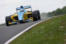 F-2. Bandymuose Silverstone greičiausias – H. Surteesas
