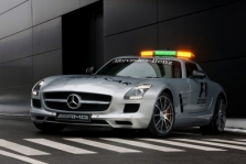"""""""Mercedes"""" pristatė naują saugos automobilį"""