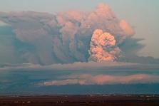Ugnikalnio išsiveržimas trikdo F-1 komandų planus