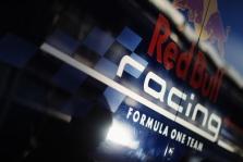"""""""Red Bull"""" visgi gaus """"Mercedes"""" variklius?"""