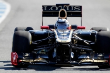 """K. Raikkonenas įveikė pirmuosius ratus naujuoju """"Lotus"""""""