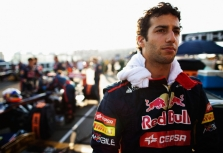 """D. Ricciardo: """"Red Bull"""" ekipoje kovočiau su S. Vetteliu"""