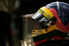 J. Villneuve'as: lenktynininkai negali atsisakyti duoti autografo