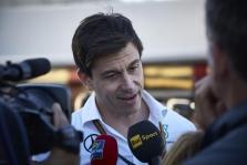 """T. Wolffas neigia, kad FIA ėmė veiksmų dėl """"Mercedes"""" elgesio su klientėmis"""