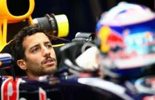 A. Jonesas: K. Raikkoneną turėtų pakeisti D. Ricciardo