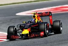 Bandymus Barselonoje geriausiai užbaigė M. Verstappenas