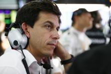 """T. Wolffas: """"Ferrari"""" Bahreine bus stipresnė"""